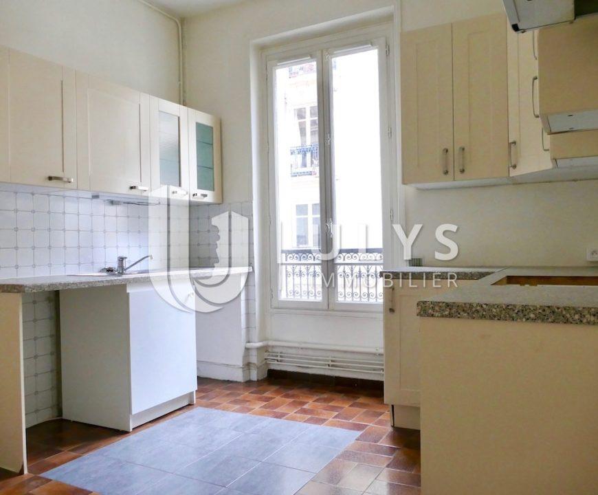 Monceau / Courcelles – 5 Pièces, 3 Chambres de 140 m²
